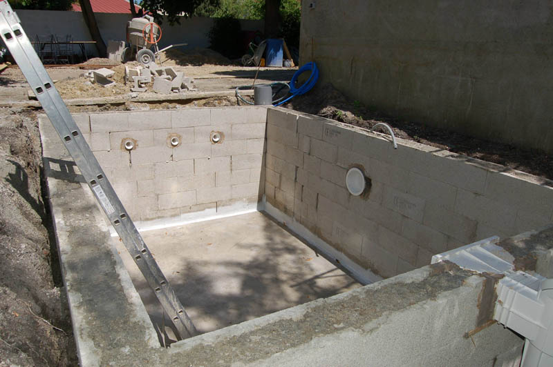 Construction d une mini piscine en b ton sur le blog for Construire sa piscine en beton
