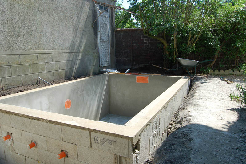 Construction d une mini piscine en b ton sur le blog for Prix construction piscine beton